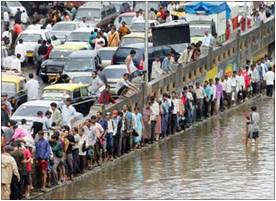 Mumbai Traffic came to a Standstill following Heavy Rains